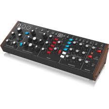 <b>Синтезатор Behringer MODEL D</b>