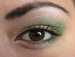smokey eye you will not want to leave the vanity table only to find missing equipment in this procedure you may need 2 3 shadow brushes and cotton buds