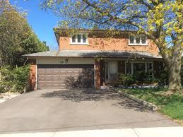 Morningside House Rental   Front Of House With Large Private Driveway For  Parking Cars