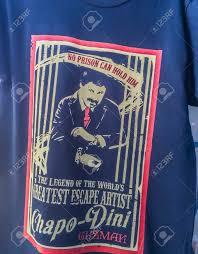 Immagini Stock - Blu Maglietta El Chapo Guzman, Pochi Giorni Dopo La Fuga  Dal Carcere Federale Messicano, Già Un Personaggio Quasi Mitico In Messico  E All'estero, Quartiere Della Moda Di Los Angeles,