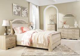 Catalina Antique White 8 Pc.King Poster Bedroom Collection
