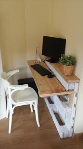 creative things to do with pallets. space saving pallet computer desk: creative things to do with pallets
