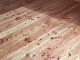 Wir lernen auch gleich noch die 3 besten freunde des bauarbeiters kennen! Holzfussboden Verlegen Schritt Fur Schritt Erklart Plus Material Tipps