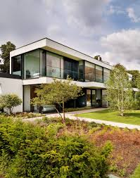 Contemporary House In England Built Around An Enclosed Courtyard