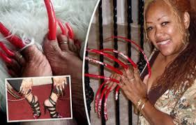 Nechutné Drápy žena Je Závislá Na Dlouhých Nehtech Riskuje Tím