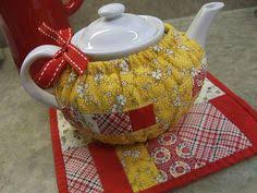 Love the button and contrasting bias tape. OH FOR CUTE! | Sewing ... & Drawstring tea cozy made with gold cotton fabric, red accents Adamdwight.com