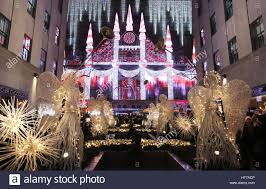 Saks Fifth Avenue Light Show 2016 Schedule New York New York December 25 A Vibrant Light Show At