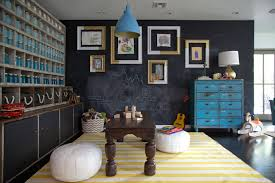 Cool playroom ideas for kids: Chalkboard paint make drawing on the walls  totally acceptable