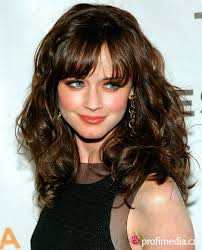 30 Cute Styles Featuring Curly Hair With Bangs Long Curly