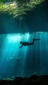 Diver Underwater Sunbeam 4K Ultra HD ...