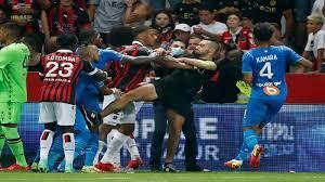 تعليق مباراة نيس ومرسيليا نهائياً بعد اقتحام الجماهير أرض الملعب