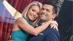Kelly Ripa shows off her backside for ...