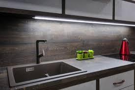 Esse tipo de iluminação possui baixo consumo, fácil instalação e controle de intensidade, é ideal para a utilização na bancada do banheiro. Onde Usar Fita Led Saiba Como Aplica La Na Decoracao