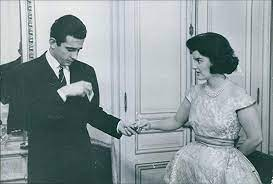 Amazon.com: Vintage photo of Prince Gonzalo and Dorothy Marguerite Fritz  having a conversation, 1960.: Coleccionables de entretenimiento