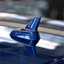 Для чего на крышах авто красуется <b>акулий плавник</b>?