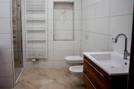 Beste Farbe Für Badezimmer Fernseher Fürs Badezimmer Fein Und