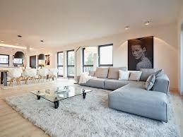 Große flächen, beton und kühle farbgebung sind die bestandteile. 14 Ideen Fur Ein Graues Wohnzimmer Das Neidisch Macht Homify