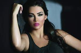بالصور: فنانة عربية مشهورة تنشر صورها عارية | وكالة سوا الإخبارية