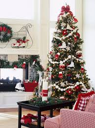 This Christmas tree is so beautiful. For me allways red, white and green.