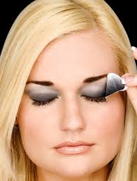 how to put on eye makeup for dark skin