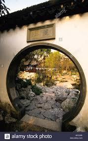 Decorating circular door images : View of Yuyuan Gardens through the circular door in a traditional ...
