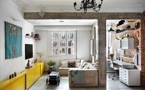 Parede cinza   piso no quintal   textura na parede e o jardim estão prontos. Apartamento Rustico Tem Quintal Com Jardim Vertical Casa E Jardim Decoracao