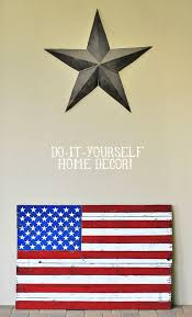 diy rustic distressed american flag painting from diy home decor wood pallet via liblueboo