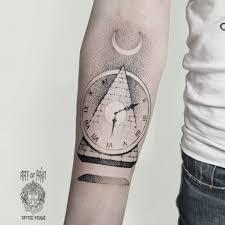 татуировка женская дотворк предплечье часы Art Of Pain