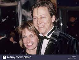 SIMON MAYO BBC animateur portant sur 1987 avec sa femme Hilary Bird Photo  Stock - Alamy