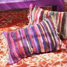 picture of no sew rag rug pillows