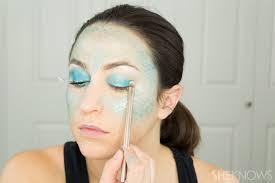 apply blue cream eyeshadow