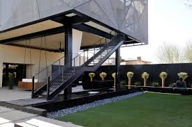 The use of steel stairs takes place in outdoor garden, patio or multi-story  homes. Here, the scale of the steel is probably the easiest to keep up the  ...