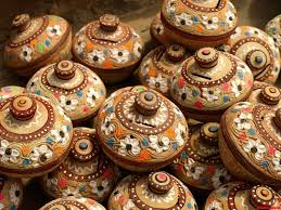 pottery in daaira pottery ware is available in a number of sizes shapes designs and also for different purposes the variety of these artistic pots is including goblets
