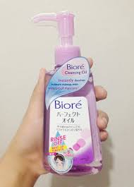 what it claims biore cleansing oil effectively dissolves and removes stubborn makeup including waterproof mascara while lifting away dirt and impurities