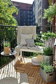 40 Home Staging Tips And Late Summer Decorating Ideas YARDGARDEN Simple Apartment Balcony Decorating Ideas Painting