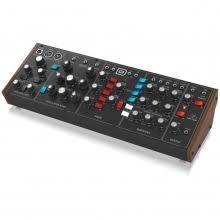 <b>Behringer MODEL D</b> монофонический <b>синтезатор</b>