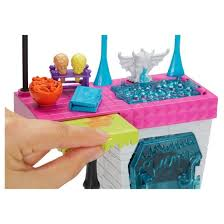 Monster High Monster Family Vampire Kitchen Playset and 2pk Dolls