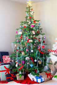 Part 2: HOW TO DECORATE YOUR CHRISTMAS TREE WITH ORNAMENTS AND ...