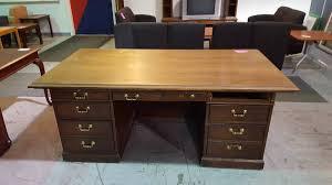used executive desk missing 1 drawer in desk