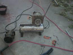 compresor de aire casero. para la entrada de aire al compresor le hice un orificio tanque por arte abajo y solde cople media colocarle valvula anti retorno casero i
