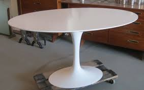 saarinen oval tulip table modernism