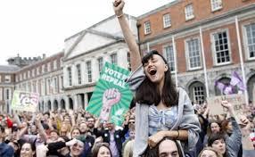 sostenitori del sì in piazza