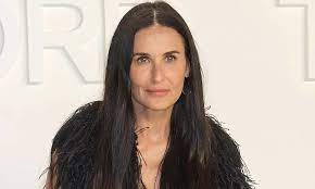 Demi Moore sends pulses racing in lacy ...