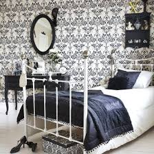 High Contrast Bedroom Decorating with Modern Bedding Sets in Black ...