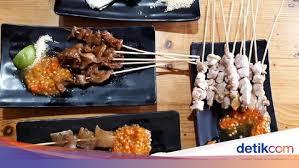 Hidangan ini memiliki warna keemasan, tekstur yang renyah, dan rasa yang manis. Sate Taichan Goreng Pedas Nampol Sate Ayam Racikan Suami Rachel Vennya