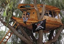 simple treehouse. Simple Backyard Tree House Designs Treehouse