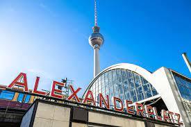 Entscheidung der Verkehrsenatorin: Getrennte Grünphasen für den  Alexanderplatz - Berlin - Tagesspiegel