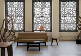 how to choose curtains for living room hanging over horizontal blinds dressing bay window with and