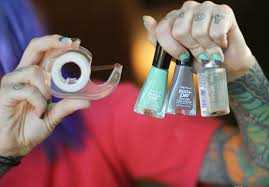 Nail polish designs with two colors - how you can do it at home ...