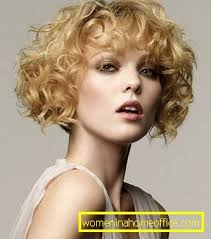 Krátke účesy Na Kudrnaté Vlasy ženský časopis
